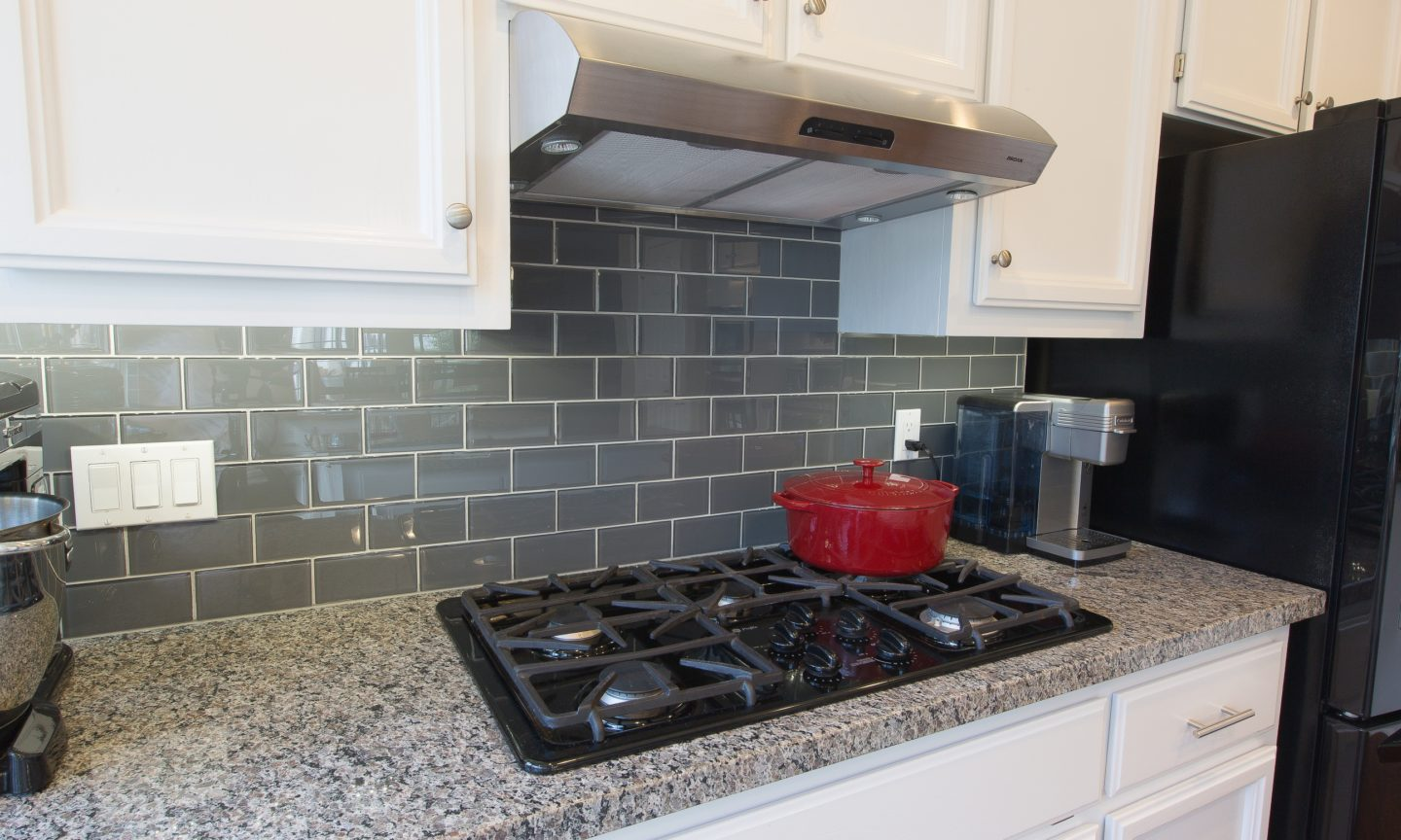 Celebrating national backsplash month part 3 for Advantages of using glass tile backsplash